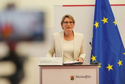 Pressekonferenz mit Ministerpräsidentin Malu Dreyer, Gesundheitsminister Clemens Hoch und Bildungsministerin Stefanie Hubig.